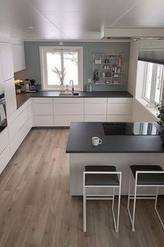 U-shaped Kitchen İdeas; The Most Efficient Design Examples Of Your Dream Kitchen 2019 – Page 2 of 29 – eeasyknitting. com U-shaped Kitchen İdeas; The Most Efficient Design Examples Of Your Dream Kitchen 2019 – Page 2 of 29 – eeasyknitting. Kitchen Room Design, Modern Kitchen Design, Kitchen Layout, Home Decor Kitchen, Interior Design Kitchen, New Kitchen, Kitchen Designs, Kitchen Hacks, Island Kitchen