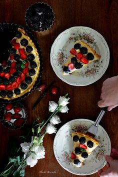 Tartă cu cremă de vanilie, mure și căpșuni Food Photo, Cakes, Tarts, Pastries, Torte, Cookies, Animal Print Cakes, Layer Cakes, Cake