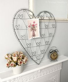 Heart-shaped wired card or picture holder