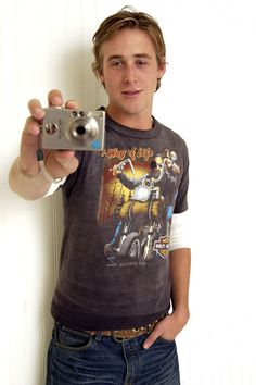 """A young Ryan Gosling perfects the """"Myspace Profile Pic"""" pose"""