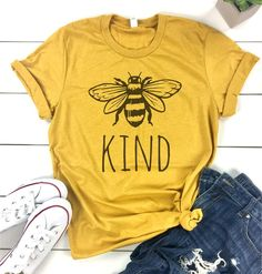 Bee Kind T Shirts Women Cute Graphic Blessed Shirt Funny Inspirational Teacher Fall Thanksgiving Tees Tops (Be Kind-Yellow, M): Clothing Vinyl Shirts, Funny Shirts, Cute Tshirts, Blessed Shirt, Looks Vintage, Teacher Shirts, Diy Shirt, College Outfits, Swagg
