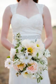 bouquet for a destination or summer wedding | Photo by Jasmine Lee Photography