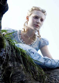 Mia Wasikowska as Alice Kingsleigh in Alice in Wonderland (2010).