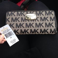BNWT Michael Kors wallet Never used NWT comes with all original tags, packing and care book. 100% authentic. No trades, no holds. Has detachable strap to make into a clutch. Really cute wallet! Very durable material and great size!  Michael Kors Bags Wallets