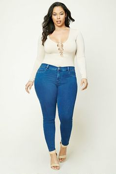 Curvy Fashion Staples for Fall to Die For! - Curvy Jeans for women - Ideas of Curvy Jeans for women - Petite curvy fashion Fall curvy fashion Curvy fashion for women Casual curvy fashion Summer curvy fashion boho fashion style Casual Curvy Fashion, Fashion For Petite Women, Curvy Girl Fashion, Look Fashion, Plus Size Fashion, Autumn Fashion, Fashion Outfits, Womens Fashion, Fashion Trends