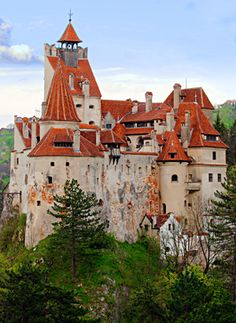 Bran Castle, near Brasov, is a national monument and landmark in Romania. The medieval fortress is on the border between Transylvania and Wallachia and is commonly known as Draculas Castle. Beautiful Castles, Beautiful Buildings, Beautiful Places, Beautiful Beautiful, Wonderful Places, Chateau Medieval, Medieval Castle, Medieval Fortress, Places To Travel
