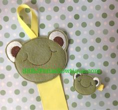 Frog Felties or Felt Frog Hair Bow Holder available for purchase at https://www.etsy.com/shop/SchoolhouseBoutique