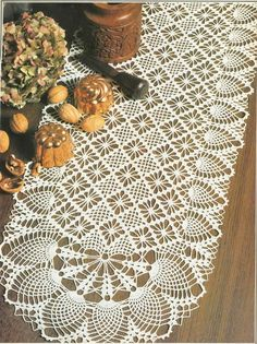 See free crochet patterns for this beautiful 'Oval Runner' Pattern Crochet Table Runner Pattern, Crochet Doily Patterns, Thread Crochet, Filet Crochet, Crochet Doilies, Knit Crochet, Pineapple Crochet, Crochet Home, Vintage Crochet