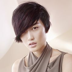 Ebony hair trend look for short hair created with the ecaille technique - Wella Professionals