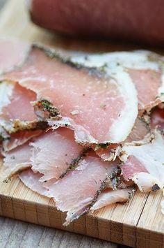 J'ai utilisé la même méthode que pour les filets de porc séchés , mais cette fois-ci avec de la longe, beaucoup moins chère et avec un go... Charcuterie, Healthy Snacks, Healthy Recipes, How To Make Sausage, Quiche, Foie Gras, Pork Dishes, Smoking Meat, Special Recipes