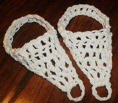 Crochet Barefoot Sandal Tutorial for Adult Size Barefoot Sandals Tutorial, Crochet Barefoot Sandals, Crochet Projects, Diy Projects, Bare Foot Sandals, Yarn Crafts, Free Crochet, Crochet Patterns, Crafty