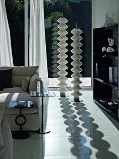 TUBES - MILANO - Kombinací smyslnosti a plasticity vznikl radiátor Milano, klikatá socha, která zhmotňuje touhu po experimentování. Design: Antonia Astori, Nicola de Ponti