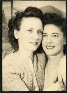 """Vintage Photo Booth Photo """"Best Friends"""", Photography, Paper Ephemera, Snapshot, Old Photo, Collectibles - 0018"""