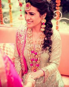 Brides are ditching the conventional floral jewellery choice for their mehndi and going gaga over this new in-house gota jewellery trend. Check out the best gota jewellery sets we spotted on brides. Simple Jewelry, Dainty Jewelry, Cute Jewelry, Bridal Jewelry, Handmade Jewelry, Summer Jewelry, Fashion Jewelry Necklaces, Bead Jewellery, Stone Jewelry