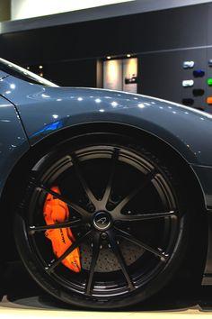 luxeware: McLaren 675LT | Source | LW Truck Rims And Tires, Rims For Cars, Wheels And Tires, Car Wheels, Mclaren Cars, Audi Cars, Mazda, Bmw Concept Car, Caliper Paint