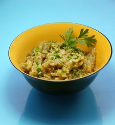 """The authentic Greek smoked aubergine salad """"a la Constantinople"""" does not need embellishments, but a simple, clear, smoky taste & a delicate composition. Dips, Recipies, Curry, Greek, Sweet Home, Appetizers, Chicken, Vegetables, Cooking"""