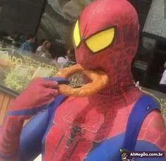 Spiderman trying to eat an onion ring! Wow look how exotic – Spiderman trying to eat an onion ring! Reaction Pictures, Funny Pictures, Funny Pics, Mood Pics, Quality Memes, Fresh Memes, Cursed Images, Animes Wallpapers, Meme Faces