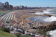 Mar del Plata es la playa más popular de la Argentina y se llena mucho. Es muy calor y grande.