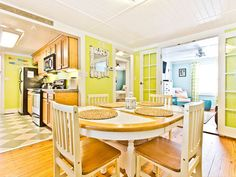 Mellow Yellow – Tybee Island, GA  don't thrilled with yellow but i love the design or layout
