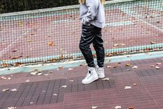 FRONTROW21.COM│Wearing: Leather pants from Tigha, Grey Hoodie from H&M, Special Field Air Force 1 Sneakers│Sneakers│Sneakers streetstyle