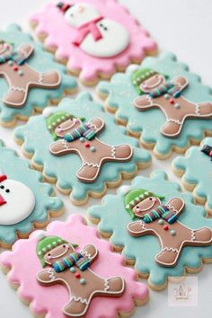 Royal Icing Cookie Decorating Tips - Plalium Christmas Sugar Cookies, Christmas Desserts, Christmas Baking, Gingerbread Cookies, Basic Cookies, Fancy Cookies, Cookie Icing, Royal Icing Cookies, Cookie Cutters
