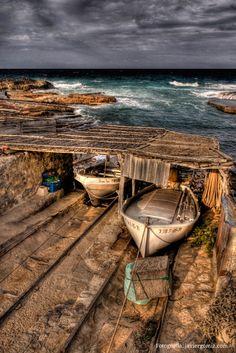 Barcas en Es Caló. Formentera. Islas Baleares