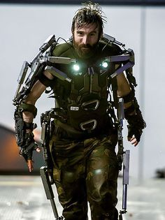 Kruger from Elysium. Sharlto Copley is awesome. I loved hating him as a villain. Blade Runner, Best Movie Villains, Powered Exoskeleton, Exoskeleton Suit, Sharlto Copley, Nemesis Prime, Samurai, Futuristic Armour, Sci Fi Armor