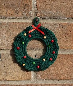Yellow, Pink and Sparkly: Crochet Christmas Wreath