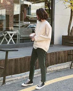 casual outfit with converse Look Fashion, Korean Fashion, Fashion Outfits, Fashion Tips, Normcore Fashion, Fashion Fashion, Retro Fashion, Vintage Fashion, Womens Fashion
