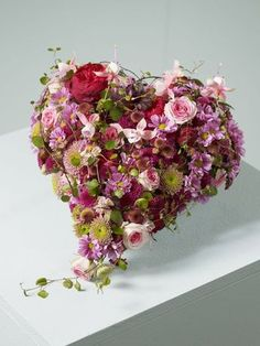 Gorgeous alternative to a traditional bouquet. Ikebana, Love Flowers, Fresh Flowers, Beautiful Flowers, Bouquet Flowers, Funeral Flower Arrangements, Funeral Flowers, Deco Floral, Arte Floral