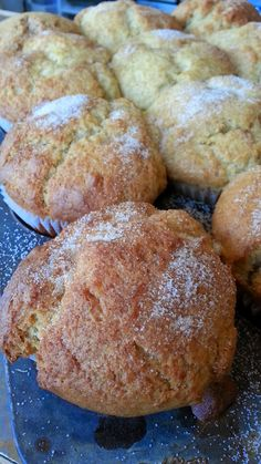 Pastry Recipes, Muffin Recipes, Apple Recipes, Breakfast On The Go, Breakfast Muffins, Beignets, Peach Muffins, Applesauce Muffins, Desserts With Biscuits
