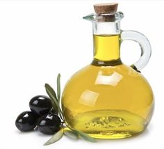 """""""Oil Cleansing Method"""" Wash your face with a mix of olive oil and castor oil to clear blackheads and moisturize. Castor Oil For Face, Olive Oil For Face, Oil Face Wash, Wash Your Face, Cellulite, Olives, Face Care, Skin Care, Oil Cleansing Method"""