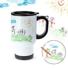 Der personalisierte Thermobecher mit einem eigenen gemalten Kinderbild ist ein individuelles und praktisches Geschenk für jeden, der gerne unterwegs Kaffee trinkt.
