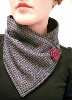 Gorgeous neck warmer scarf on Etsy . Sewing Hacks, Sewing Tutorials, Sewing Crafts, Sewing Patterns, Sewing Scarves, Sewing Clothes, Schneider, Neck Scarves, Neck Warmer