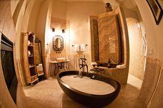 Adoni Bathtub in the gorgeous Della Terra Mountain Chatea