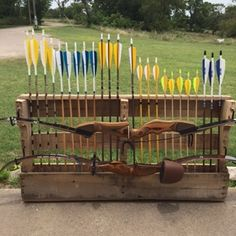 - Pallet Bow and Arrow Rack Get Recurve Bows at… Crossbow Targets, Crossbow Arrows, Diy Crossbow, Archery Tag, Archery Hunting, Crossbow Hunting, Traditional Bow, Traditional Archery, Bushcraft