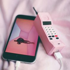 Phone Accesories, Tech Accessories, Cute Phone Cases, Iphone Cases, Cute Portable Charger, Telephone Retro, Batterie Portable, Handy Iphone, Hotline Bling