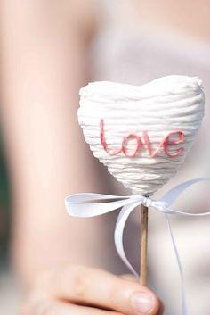 Amor wedding cake pop