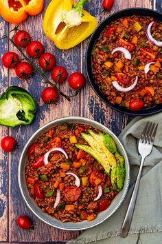 Lentilles façon chili - Amandine Cooking - The Best Good Recipes Vegetarian Meal Prep, Vegetarian Chili, Vegetarian Recipes, Healthy Recipes, Healthy Food, Chili Recipes, Veggie Recipes, Batch Cooking, Clean Recipes