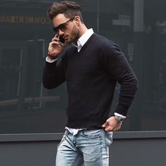 casual-Look-schwarzer-Pullover-Herren-weißes-Hemd-Jeans From work dresses and skirts to jackets and Stylish Men, Men Casual, Classy Casual, Classy Chic, Smart Casual, Men Business Casual, Casual Menswear, Classy Style, Casual Winter