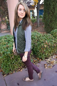 Chemise GAP + Veste Old Navy + Pantalon H & M + Sac Messenger MK + Flats Mossimo + Collier Charmant Charlie Source by steffiestaffie Cold Weather Outfits, Fall Winter Outfits, Autumn Winter Fashion, Fall Fashion, Vest Outfits, Cute Outfits, Casual Outfits, Checkered Shirt Outfit, Purple Pants Outfit