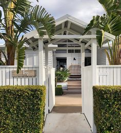 And you can vacation here too. Beautiful in Hervey Bay! Thanks so much for featuring our Lucy double hanging… House Inspo, Beach House Exterior, House Exterior, House Colors, House, House Goals, Cottage, Hamptons Beach House, Lake House