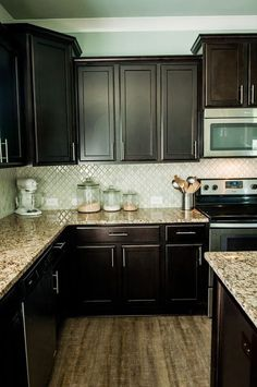 Arabesque Selene tile backsplash with espresso cabinets and granite. Arabesque Selene tile backsplash with espresso cabinets and granite. Kitchen Redo, Kitchen Tiles, Kitchen Colors, New Kitchen, Floors Kitchen, Kitchen Black, Kitchen Corner, How To Refinish Kitchen Cabinets, Kitchen Storage