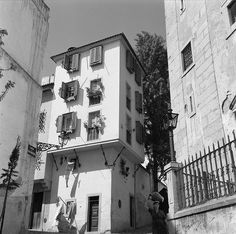 Building prior to the 1755 earthquake in Alfama district, Lisbon, Portugal by Biblioteca de Arte-Fundação Calouste Gulbenkian, via Flickr Photography made by Horacio Novais Studio [1930-1980].