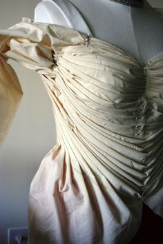 How the Modern Mantua-Maker draped a Charles James gown re-creation...great read