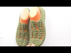 Crochet Patterns, Slippers, Quilts, Shoes, Fashion, Gingham Quilt, Crochet Shoes, Bedroom Slippers, Crafts
