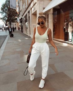 Jogger Outfits jogger life 4 eva pre orders for the sold out Jogger Outfits. Here is Jogger Outfits for you. Cute Comfy Outfits, Trendy Outfits, Cute Outfits With Sweatpants, White Outfits, Mode Outfits, Fashion Outfits, Airport Outfits, Comfy Airport Outfit, Plane Outfit