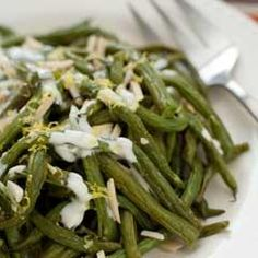 Roasted Green Beans With Almond Garlic Aioli - make this like in London with the toasted almonds and garlic mayo. Green Beans With Almonds, Roasted Green Beans, Veggie Side Dishes, Vegetable Sides, Caesar Sauce, Veggie Recipes, Vegetarian Recipes, Veggie Delight, Dessert For Dinner