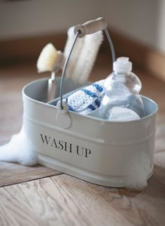 A stylish, durable metal washing up tidy perfect for storing all those cleaning must haves