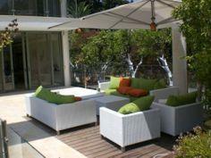 modern courtyard patio seating